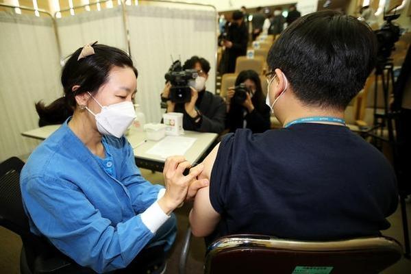 코로나 백신 이상 반응 936 건 증가, 총 4851 건 … 13 누적 사망