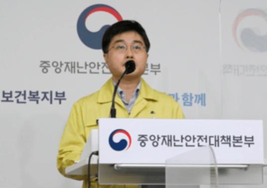 """확진 자로 붐비는 수도권 …""""내일 서울 · 경기 특별 방어 조치 발표"""""""