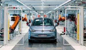 배터리 시장에 뛰어 드는 구 산업, 전기 자동차 시대 '배터리 전쟁'