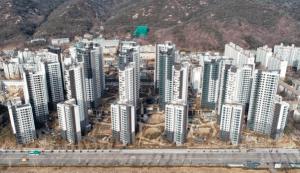 """""""우리 강남이야?""""  수도권 전역의 공시 가격에 반대하는 집단 행동"""