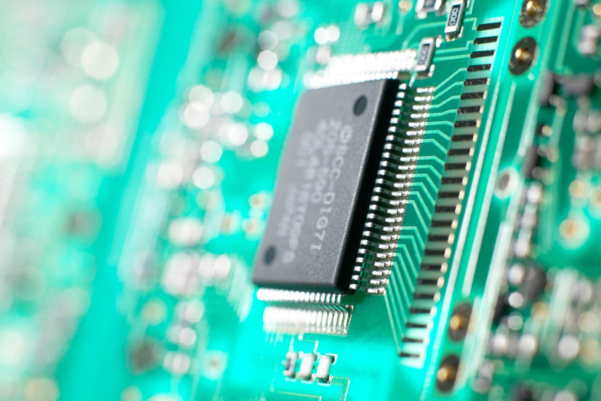 SMIC, China's biggest chipmaker, begins $6.6 billion share sale 5