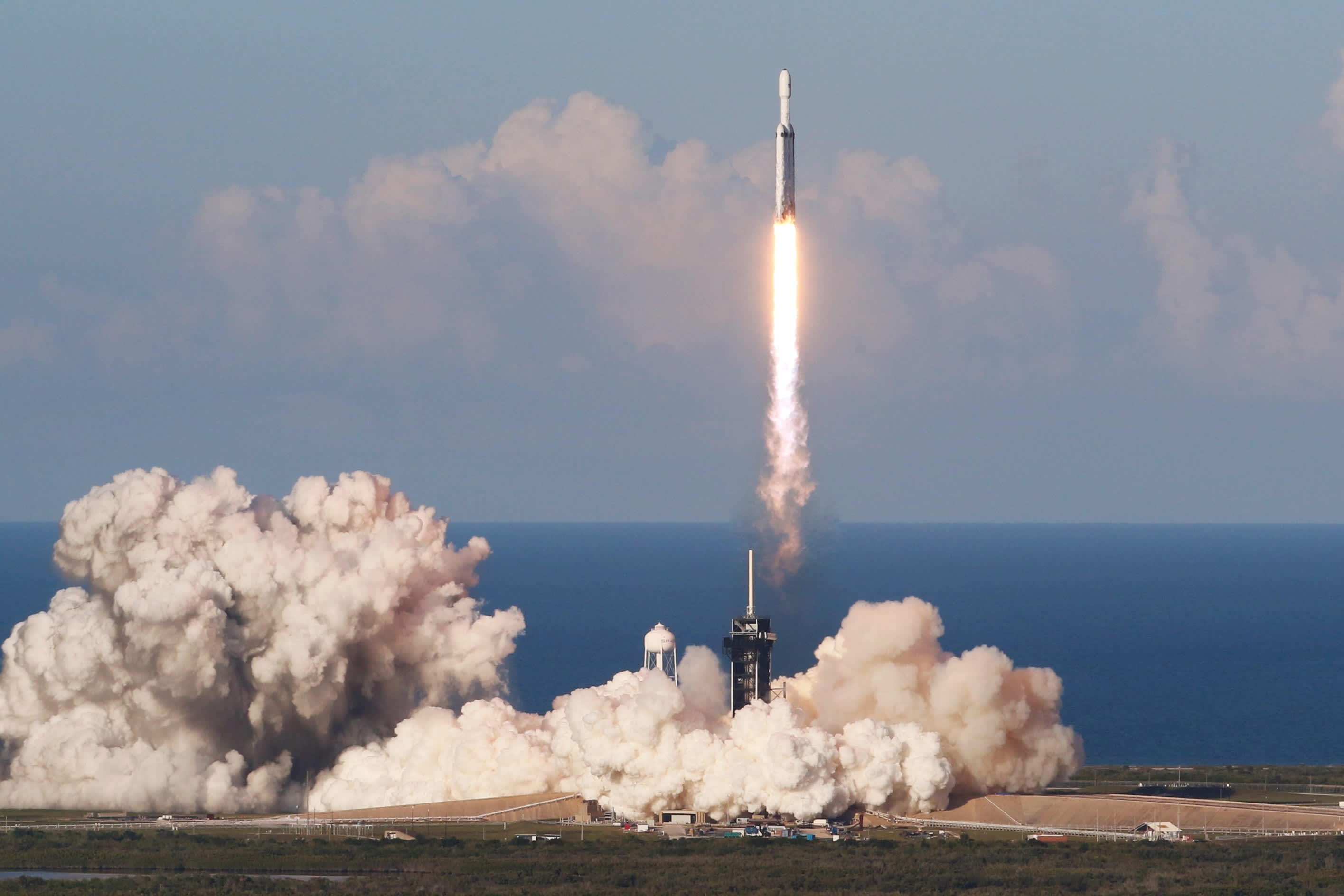 SpaceX and ULA win 2022 Pentagon rocket launch contracts