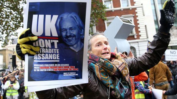 GP: Julian Assange case in London 191021
