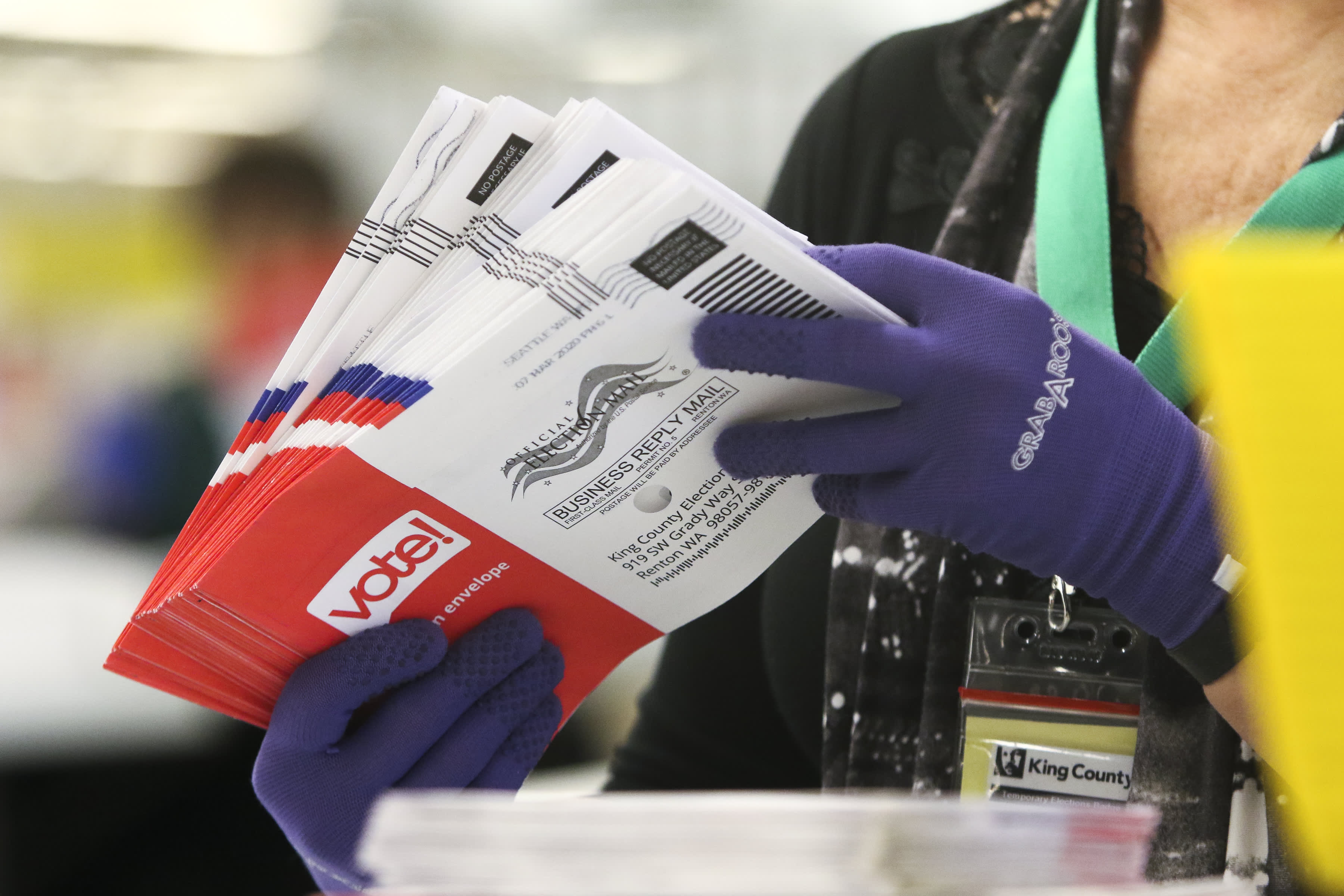 Photo of Twitter fact-checks Trump, slaps warning labels on his tweets about mail-in ballots