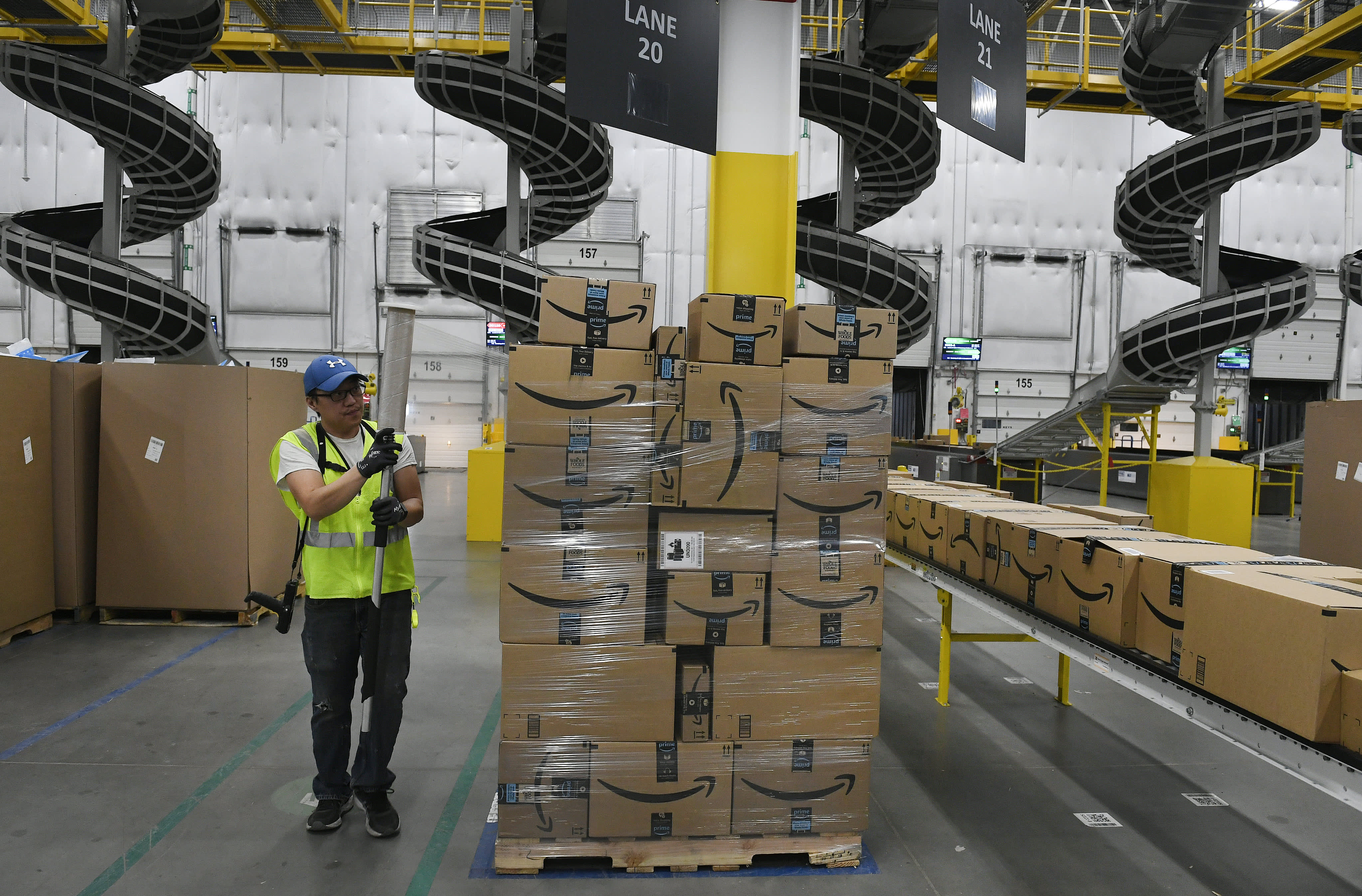 Amazon sellers in the U.S. will have to list their names and addresses 4