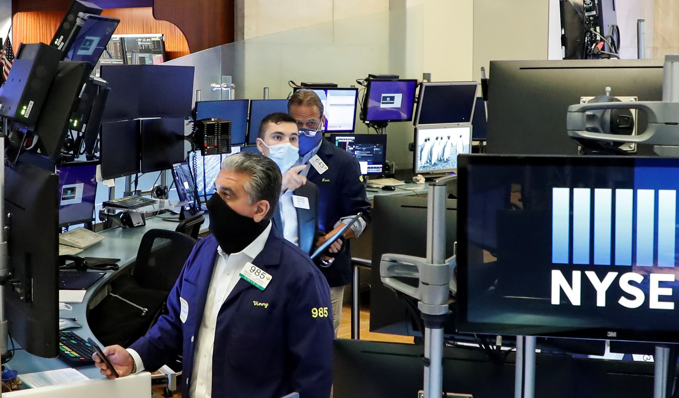 Photo of Stock futures drop as U.S. coronavirus circumstances surge to document ranges