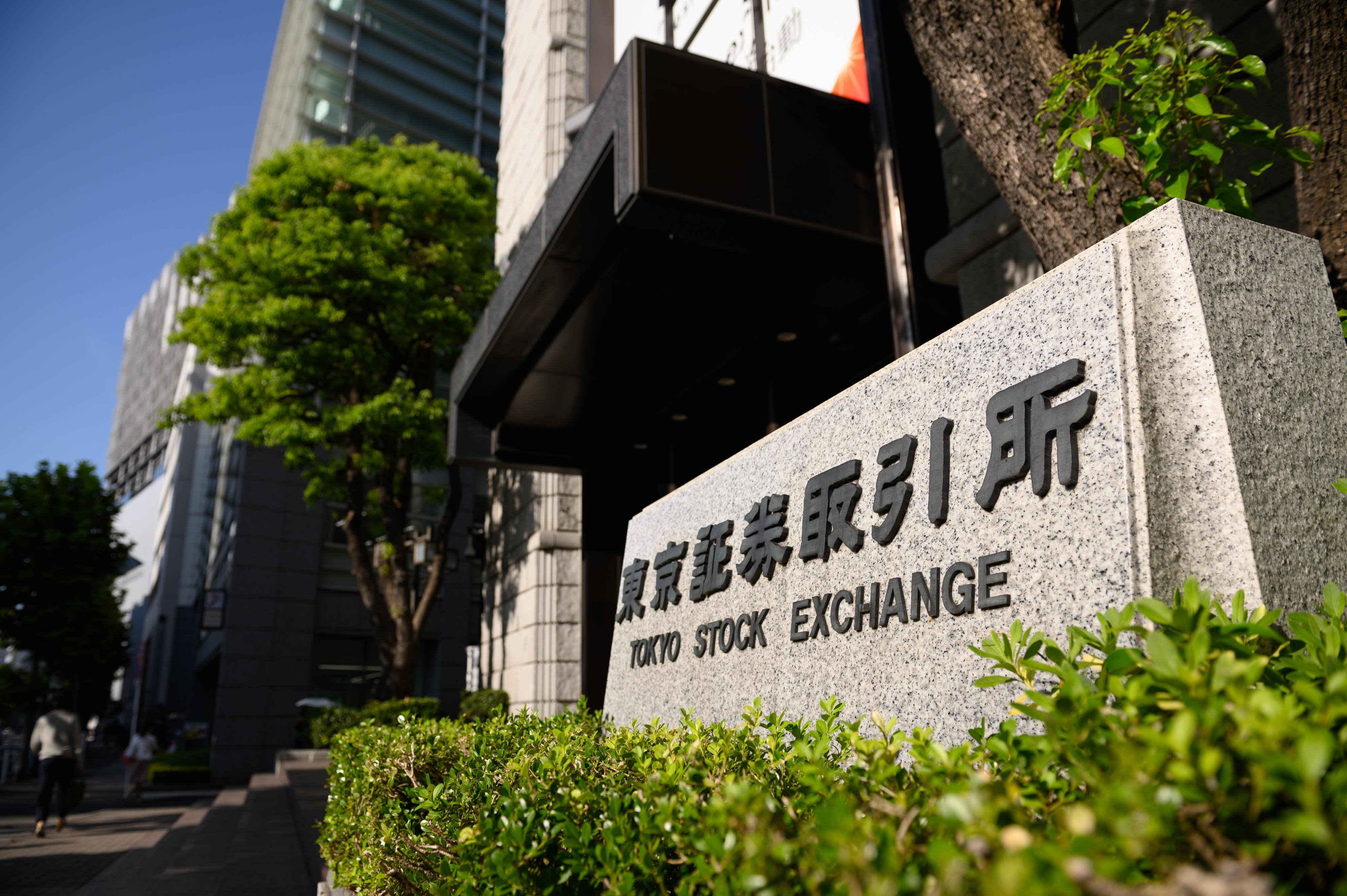 Asia-Pacific stocks mixed as investors digest economic data from Australia, Japan