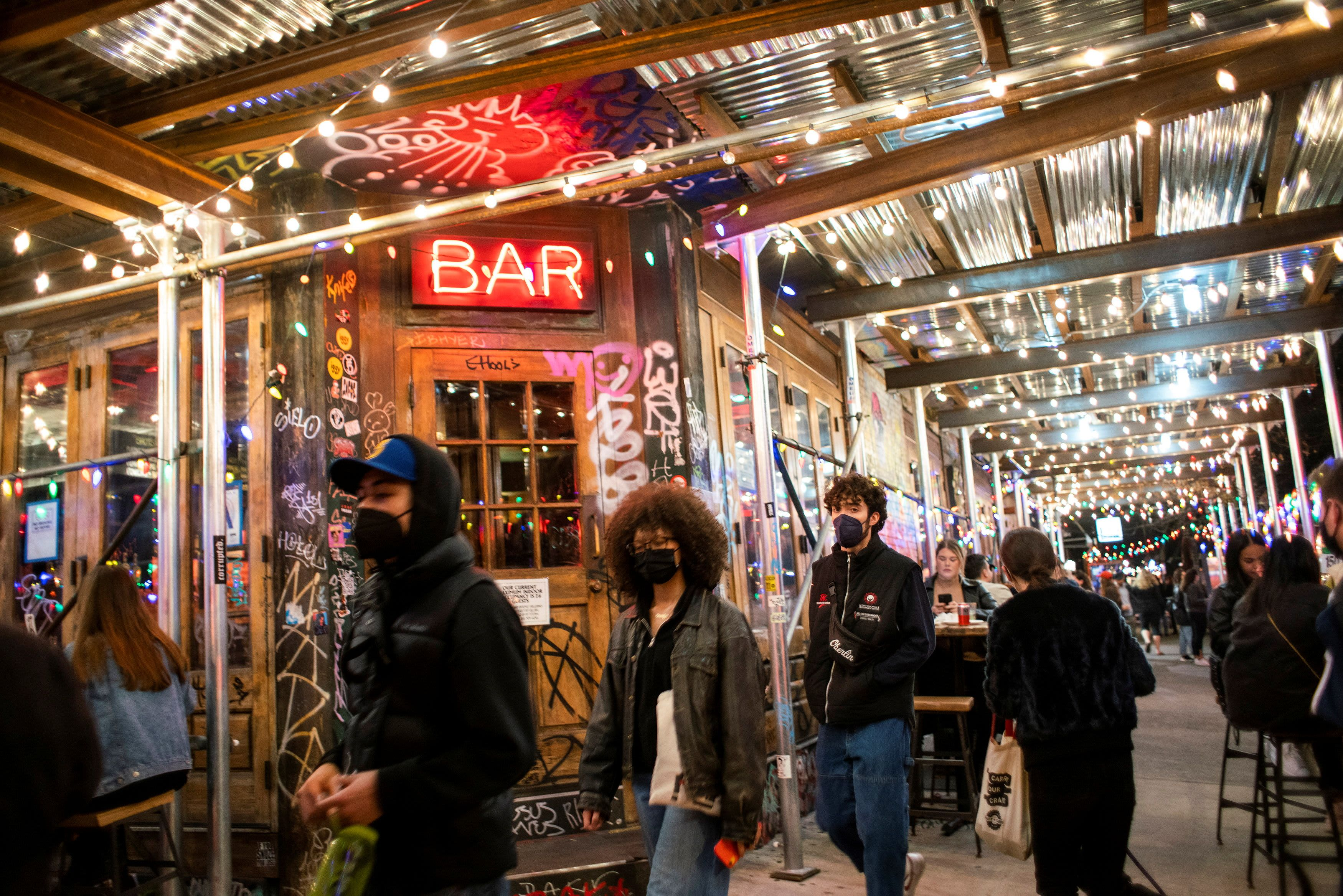 New York to end restaurant curfew, allow bar seating in NYC starting May as Covid cases drop
