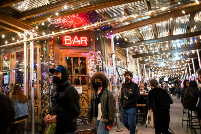 New York to end restaurant curfew, allow bar seating in NYC starting May as Covid cases drop | Latest News Live | Find the all top headlines, breaking news for free online April 29, 2021