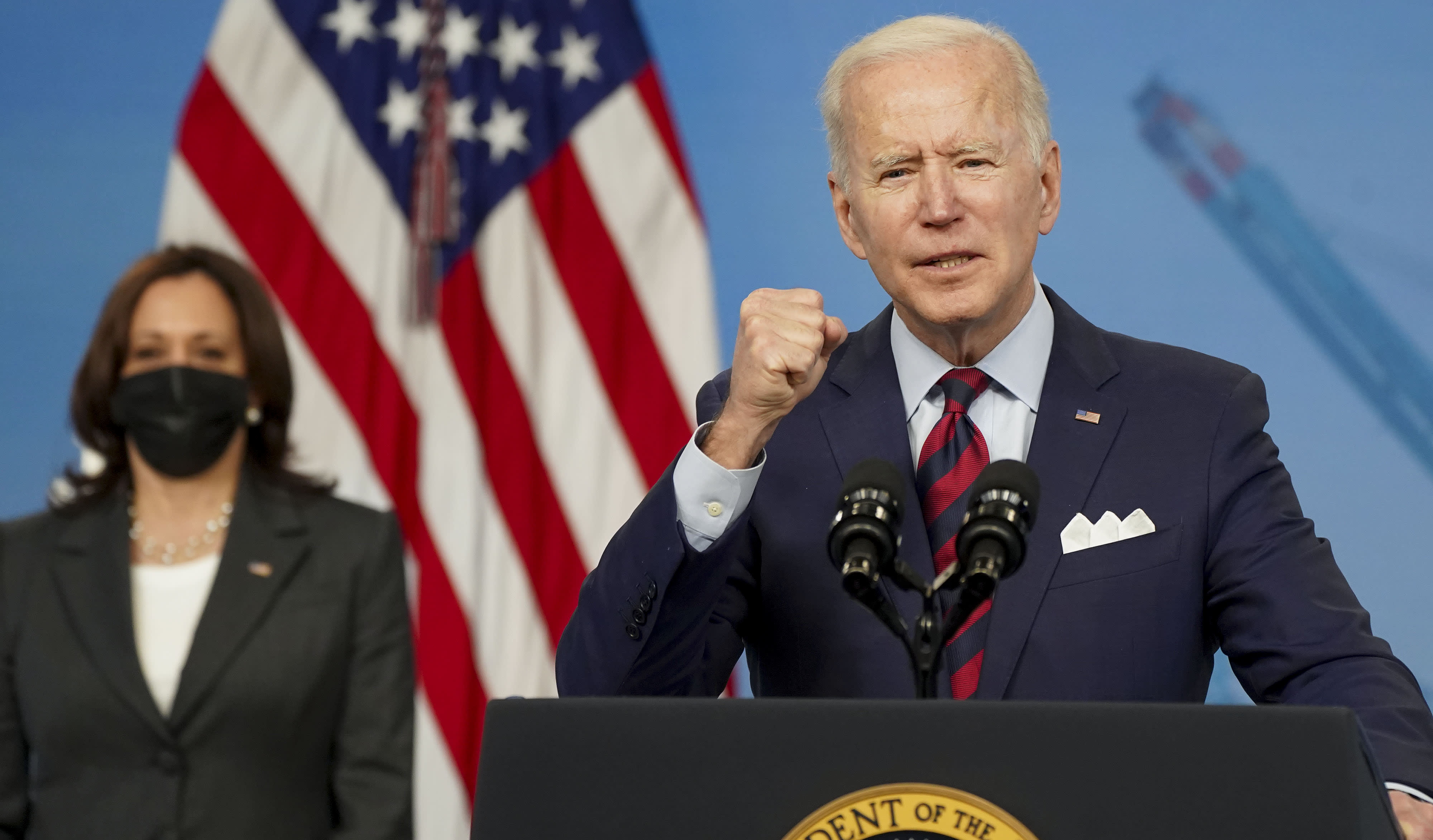 Biden promises no new taxes on anyone making less than 0,000. Experts doubt he can keep that pledge