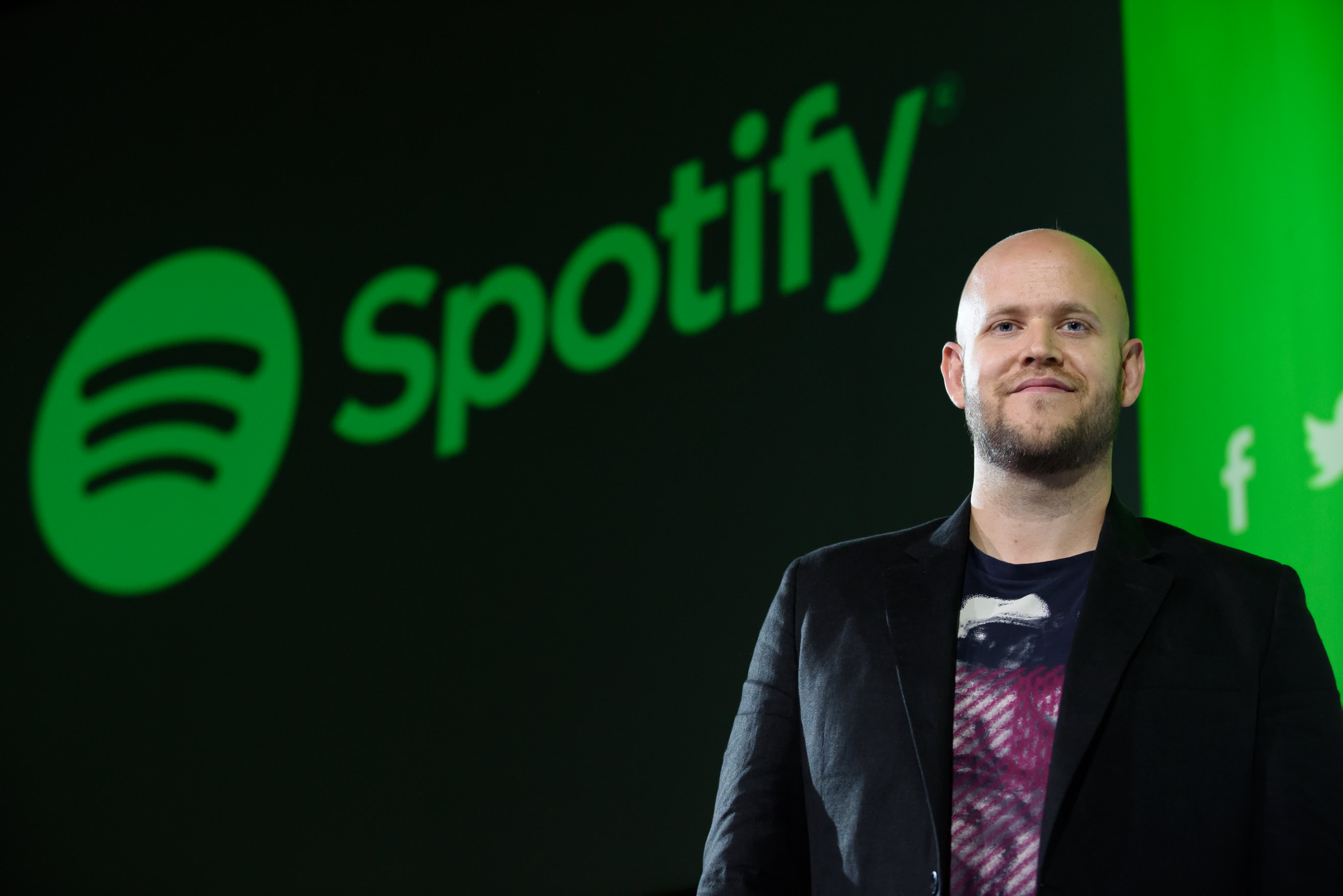 Spotify founder 'very serious' about buying his favorite club, Arsenal, says he's secured funding