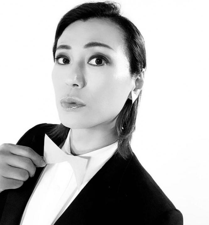 """【芸能】氷川きよしの""""オールバック正装""""が超美麗!「宝塚みたい」"""