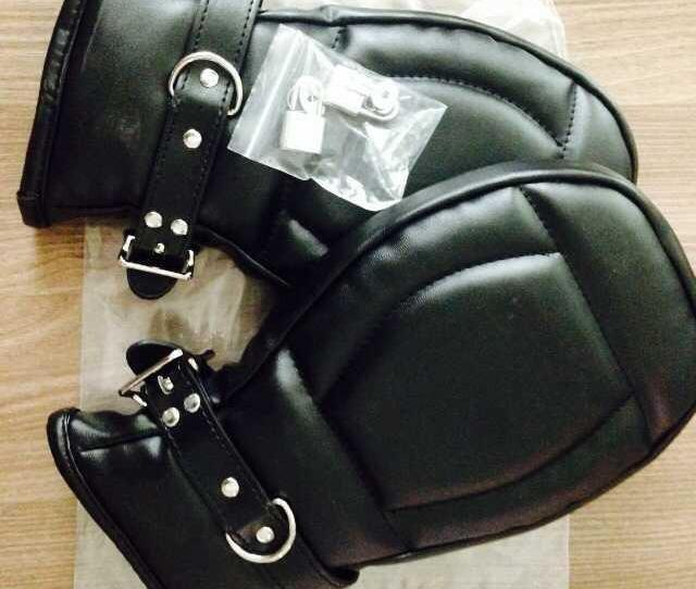 Pu Bdsm Gloves Bondage Handcuffs Black Leather Deluxe Padded Fist Mitts Sex Toys Bondage Handcuffs Adult Sex Product For Couple High Quality Bondage