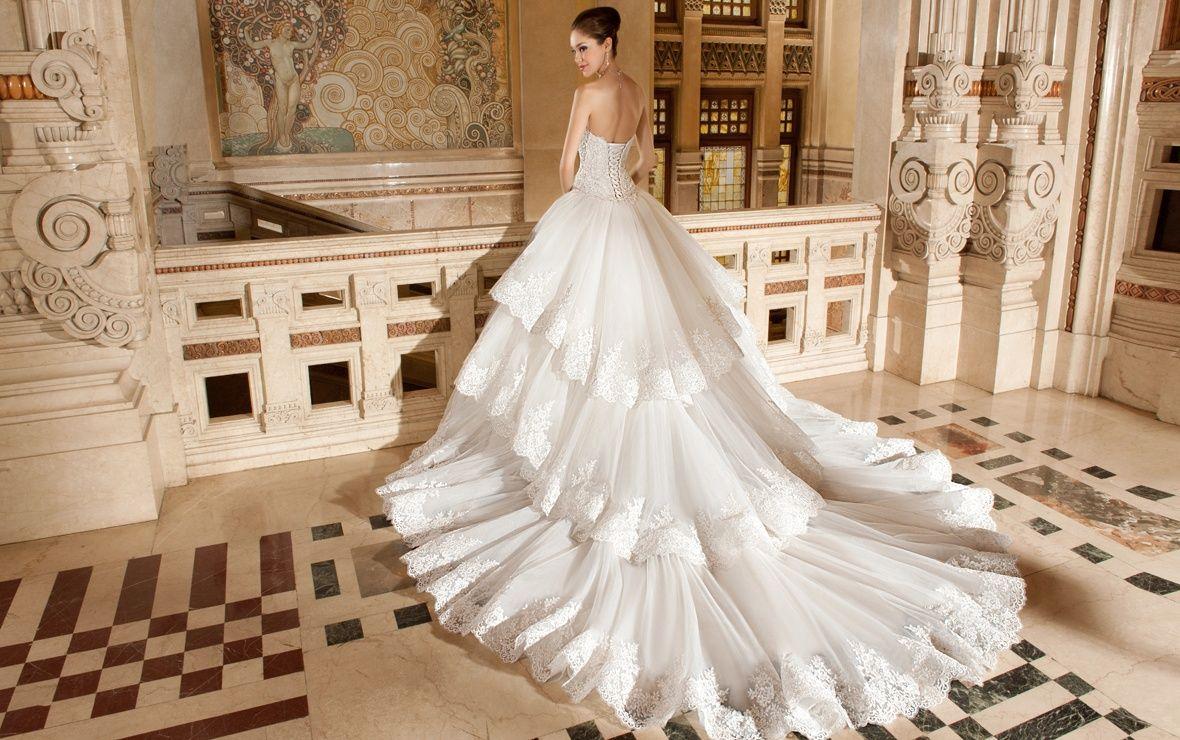 Elegant Ball Gown Lace Wedding Dress Back Tiers Long Train
