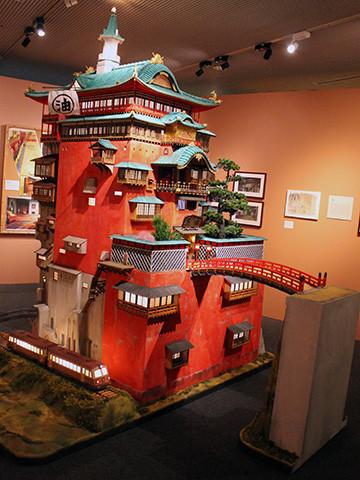 ジブリ立體建造物展開幕「千と千尋の神隠し」の「油屋」を高 ...