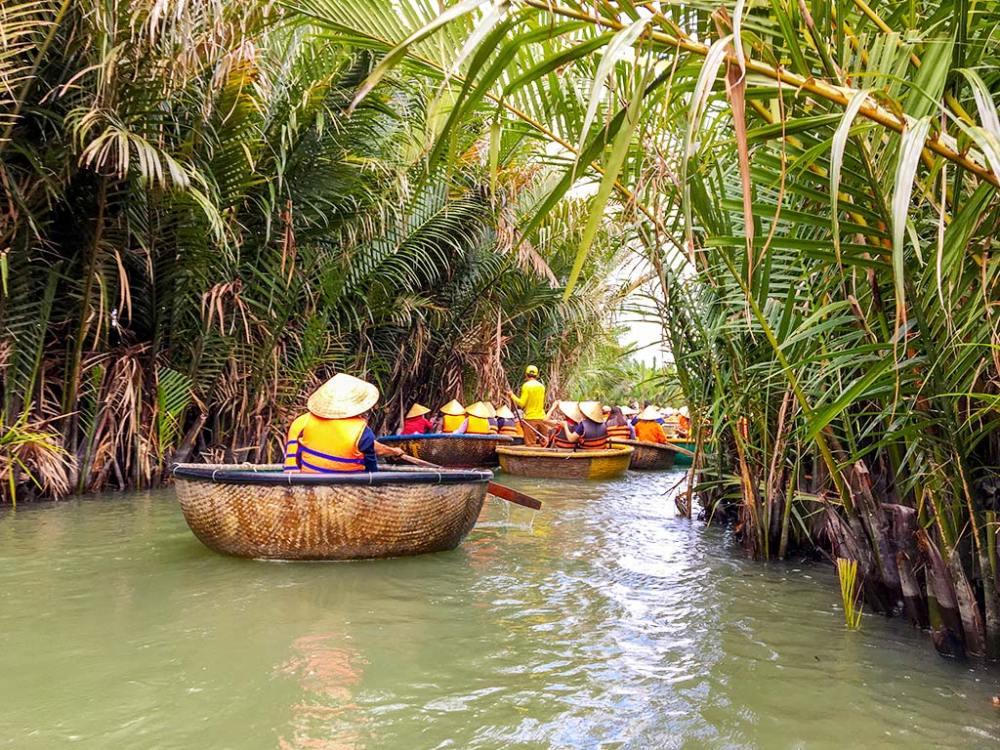 圓形的竹籃船是越南傳統捕魚的代步工具,是目前熱門的道地體驗之一!