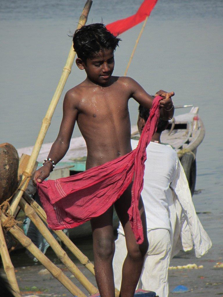7217726762_f4d997636e_b.jpg (혐) 인도인들의 성수 겐지스 강 실태.jpg