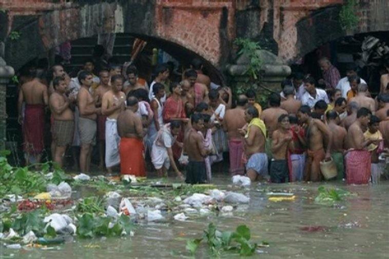 india-photos-89-758x505.jpg (혐) 인도인들의 성수 겐지스 강 실태.jpg