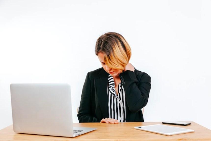 Resultado de imagen para Tensión en el cuello en la oficina