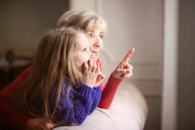 Trascorrere del tempo con la nonna | Foto Premium