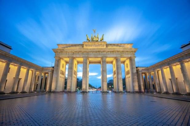 The brandenburg gate monument in berlin city, germany Premium Photo