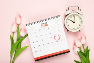 Calendar and clock announcement of spring Free Photo