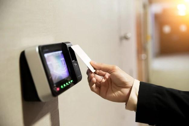 Control de acceso con tarjeta mifer