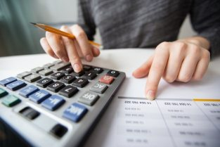 Closeup of accountant hands counting on calculator Free Photo