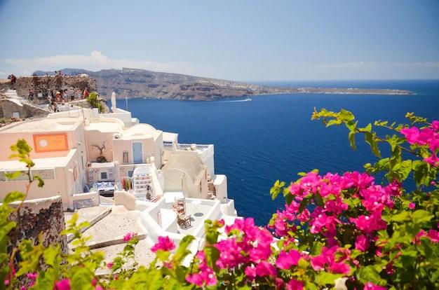 Dreamlike trip to the island of santorini Premium Photo