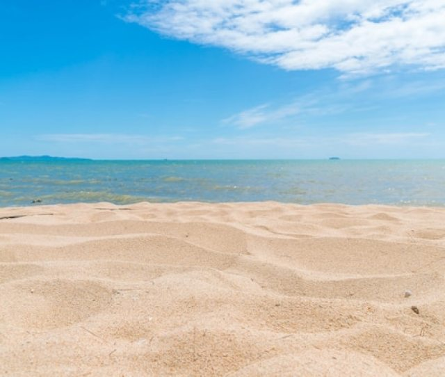 Empty Sea And Beach Background Photo Free Download