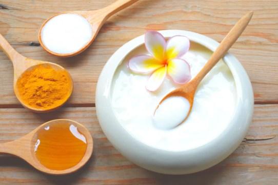 Face mask with turmeric powder yogurt and honey for skin health. Premium Photo