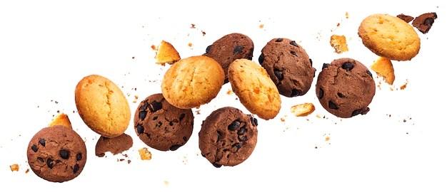 Cookies em fundo branco receitas para fazer em família