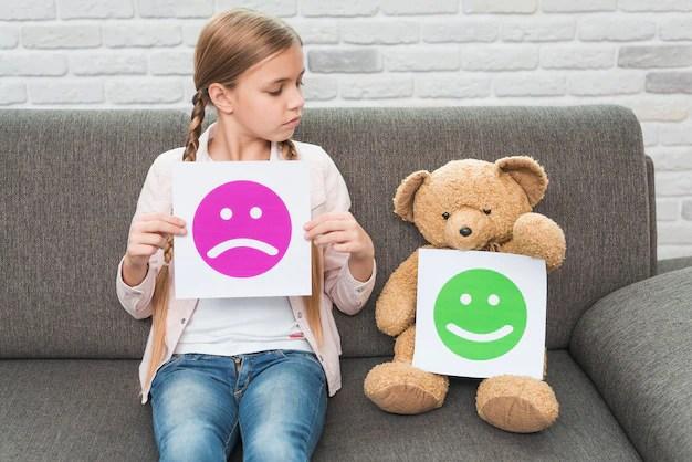 Trẻ ở độ tuổi vị thành niên có thể không muốn trực tiếp nói với giáo viên của mình về việc đang xảy ra.
