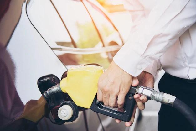 Zmiana auta na nowszy model, często oznacza również zmniejszone wydatki na paliwo.