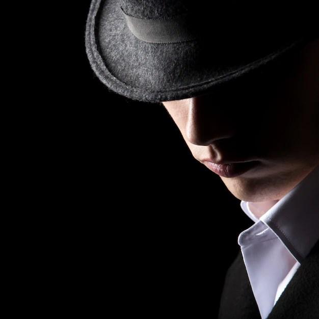 帽子の魅力的で認識できない男 無料写真