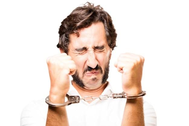 男は手錠警察に手錠をかけられ 無料写真