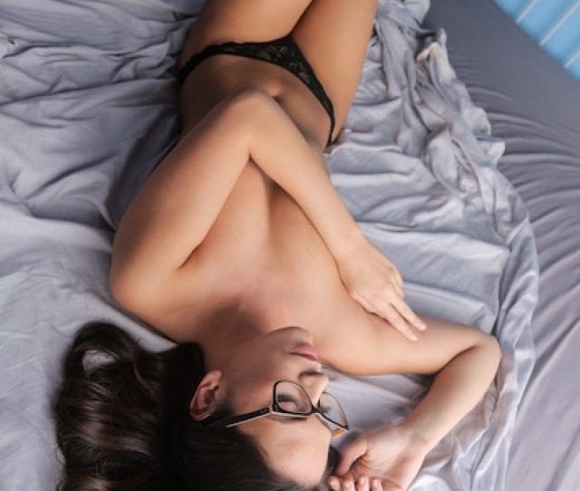 Sexy Naked Woman In Bed Premium Photo