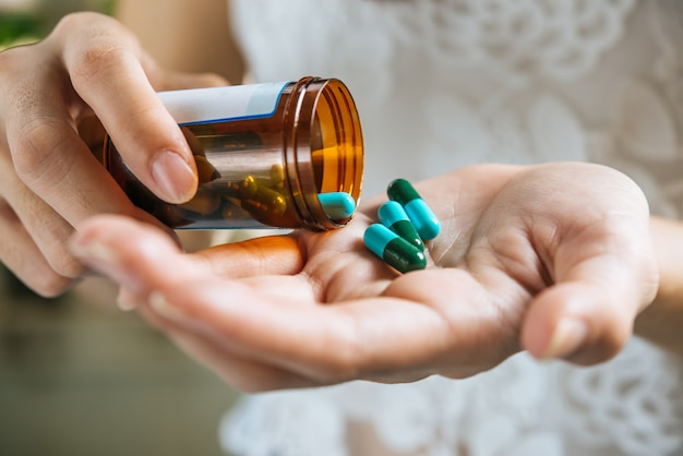 Bạn có thể tham khảo ý kiến bác sĩ về việc sử dụng thuốc ngủ để có thể có giấc ngủ ngon hơn (Ảnh: Sưu tầm)