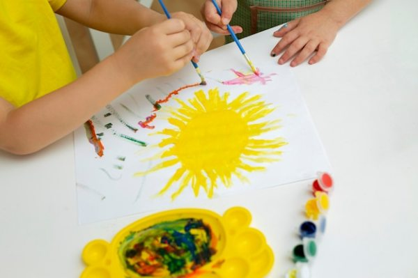 Young kids painting close-up | Free Photo