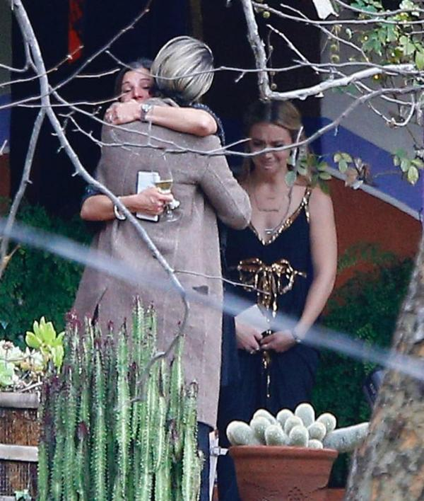private memorial service held in beverly hills for carrie - HD1735×2048