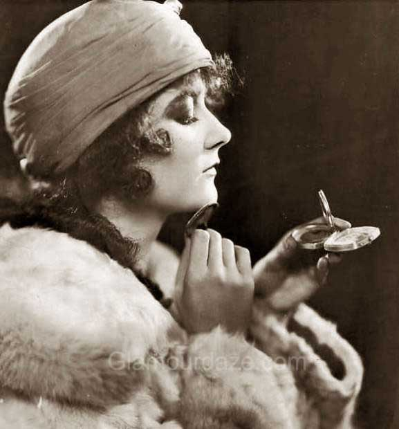 The History of 1920s Makeup - 1920 to 1929   Glamour Daze