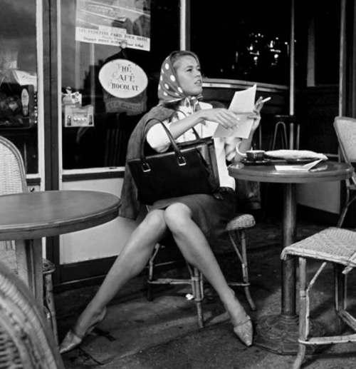 1961-Jane-Fonda-Paris-Café-de-Flore