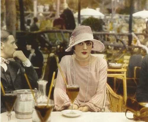 Pola-Negri,-1927,-Cafe-de-la-Paix,-Paris