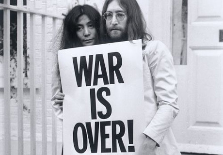 https://i1.wp.com/image.guardian.co.uk/sys-images/Arts/Arts_/Pictures/2007/10/09/yoko460.jpg