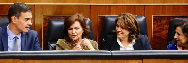 Carmen Calvo reprocha a Dolors Montserrat su falta de respeto al Congreso