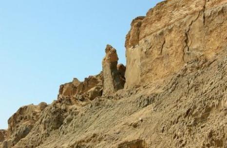 Gunung Sodom dan tiang batu yang tercipta dari istri Lot karena menengok ke belakang