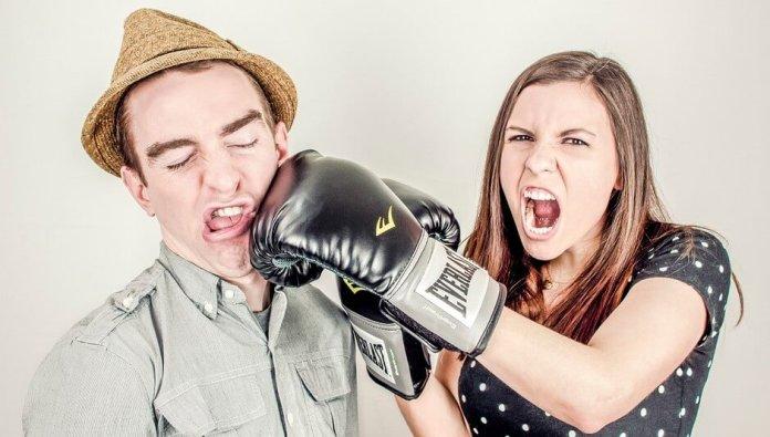 girl_boxing_a_boy girls