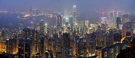 Gemerlap Hongkong di malam hari. Kita masih di Peradaban Tipe 0.