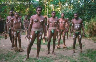 Para Nambas dengan pakaian tradisional mereka