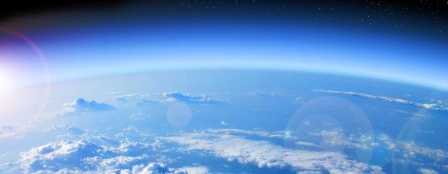 El Protocolo de Montreal junto con la lucha de las ONG ecologistas logran que la capa de ozono se encamine a la recuperación total